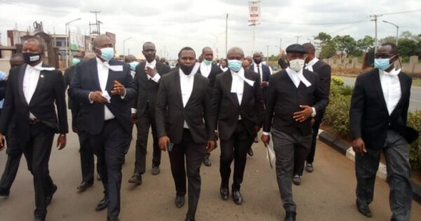 Lawyers boycott courts
