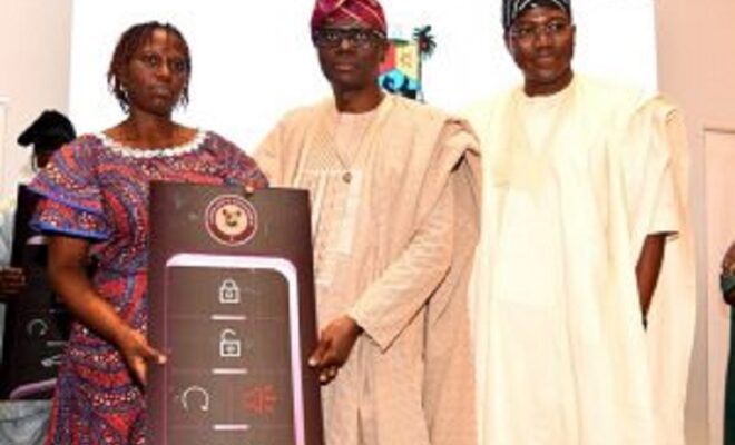 Sanwo-Olu gives cars to civil servants